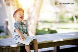 Kindergarten Freundebuch lachendes Kind